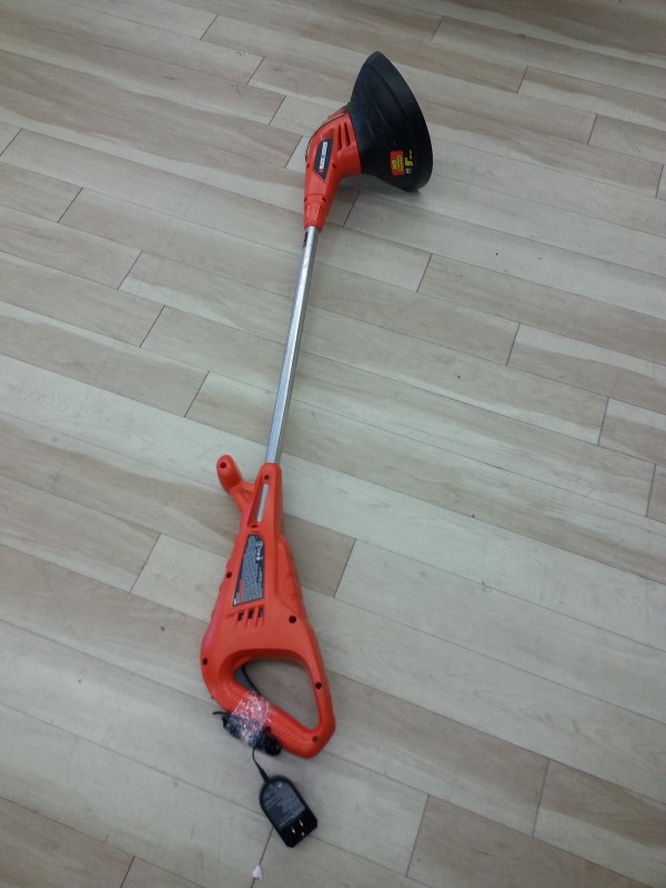 BLACK&DECKER Lawn Trimmer ST6600