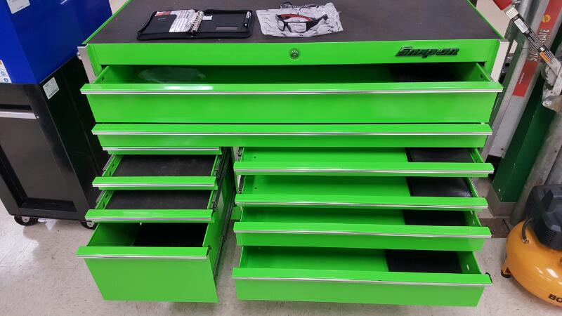 SNAP ON Tool Rollaway Box KRL7022CPJJ