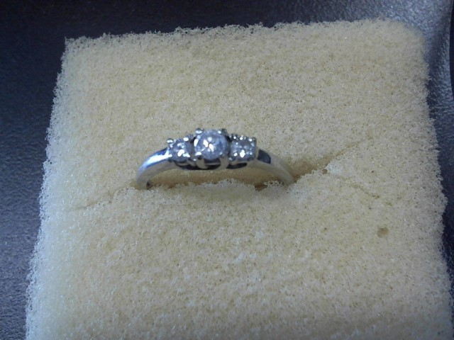 Lady's Gold Ring 10K White Gold 2.15g
