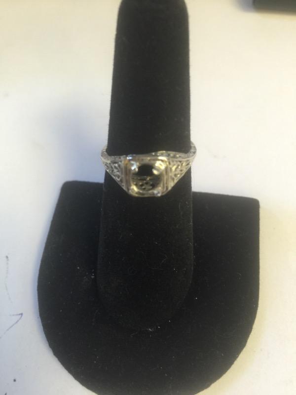 Lady's Gold Ring 14K White Gold 1.7g Size:6