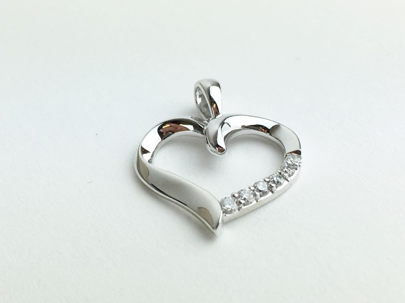Heart Multi-Diamond Pendant 6 Diamonds .18 Carat T.W. 14K White Gold 1.48g