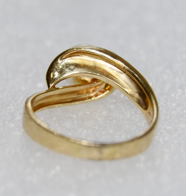 14K Yellow Gold Wave Inspired Pearl Solitaire Ring w/ Diamond Accents Size: 8