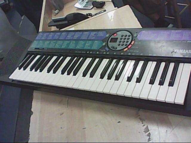 YAMAHA Keyboards/MIDI Equipment PSR-77