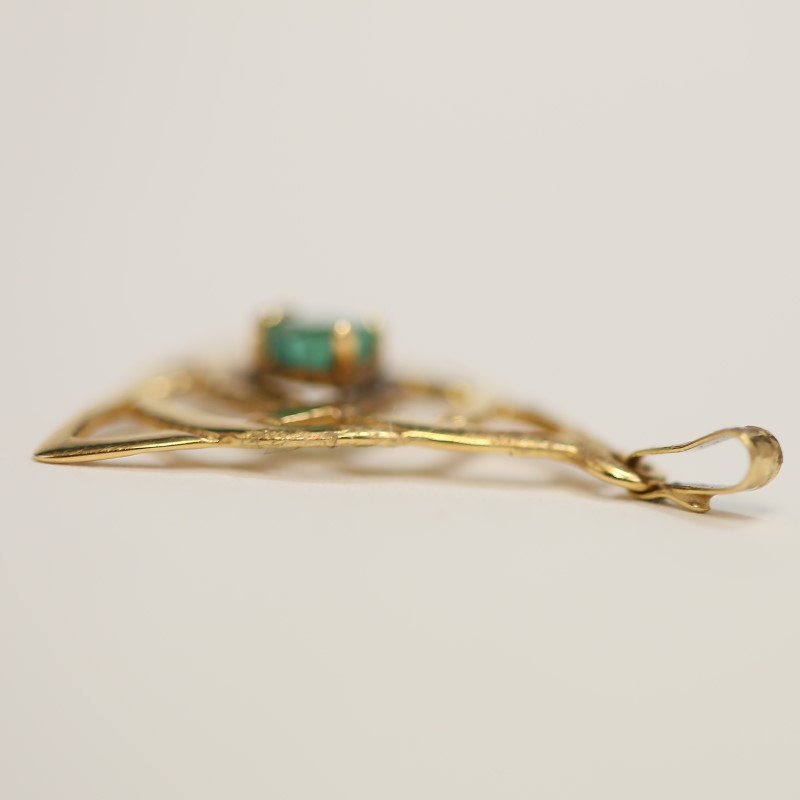 14K Yellow Gold Heart Cut Emerald Triquetra Trinity Pendant