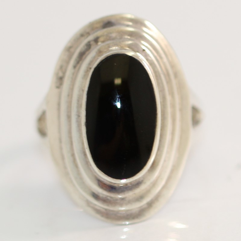 Tiered Sterling Silver & Oval Cut Onyx Ring Size 8