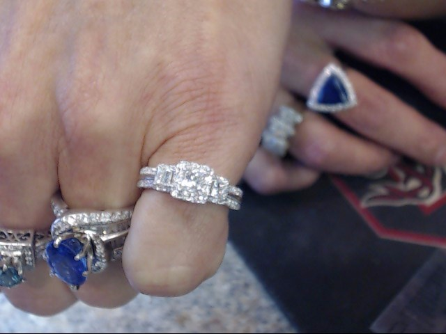Lady's Diamond Cluster Ring 23 Diamonds 1.01 Carat T.W. 14K White Gold 3.75dwt
