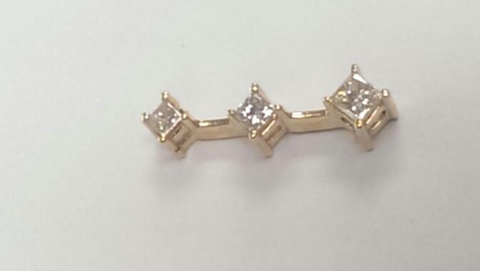 Gold-Multi-Diamond Pendant 3 Diamonds .65 Carat T.W. 14K Yellow Gold 1.6g