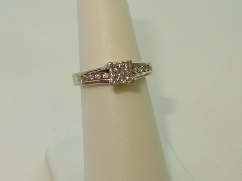DIAMOND ENGAGEMENT RING SIZE 6.5