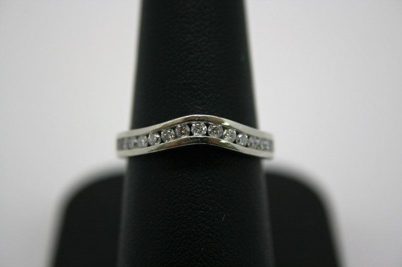 LADY'S DIAMOND BAND 14K WHITE GOLD