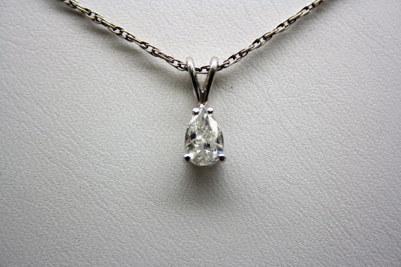 PEAR SHAPE DIAMOND PENDANT 14K WHITE GOLD