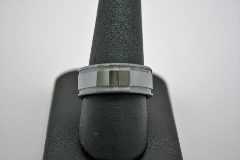 GENT'S TUNGSTEN CARBIDE BAND 9