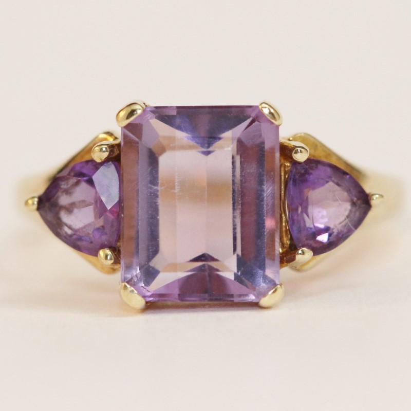 10K Yellow Gold Emerald & Trillion Cut Amethyst Ring Size 7