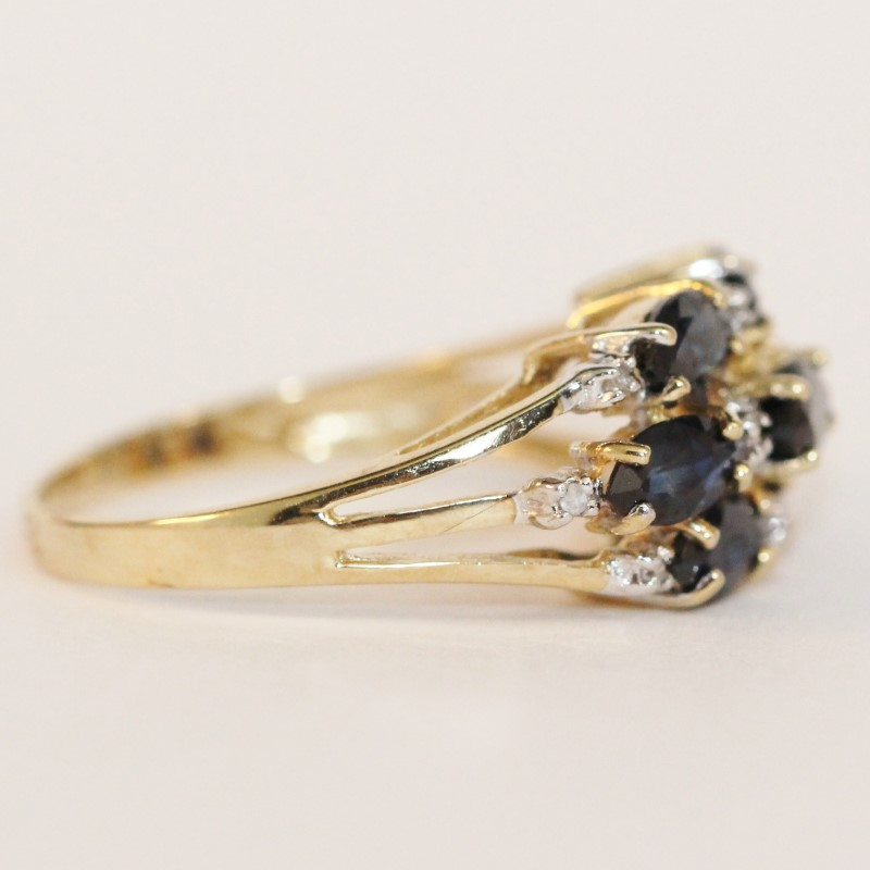 10K Yellow Gold Cluster Sapphire and Diamond Ring Size 7