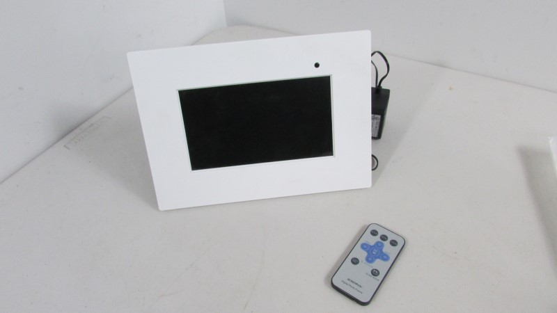 AUDIOVOX Digital Picture Frame DPF710K