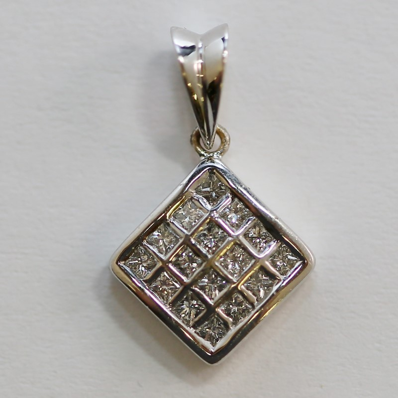 18K White Gold Multi Princess Cut Diamond Square Pendant