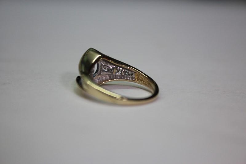 Lady's Stone & Diamond Ring 10 Diamonds .30 Carat T.W. Size: 6