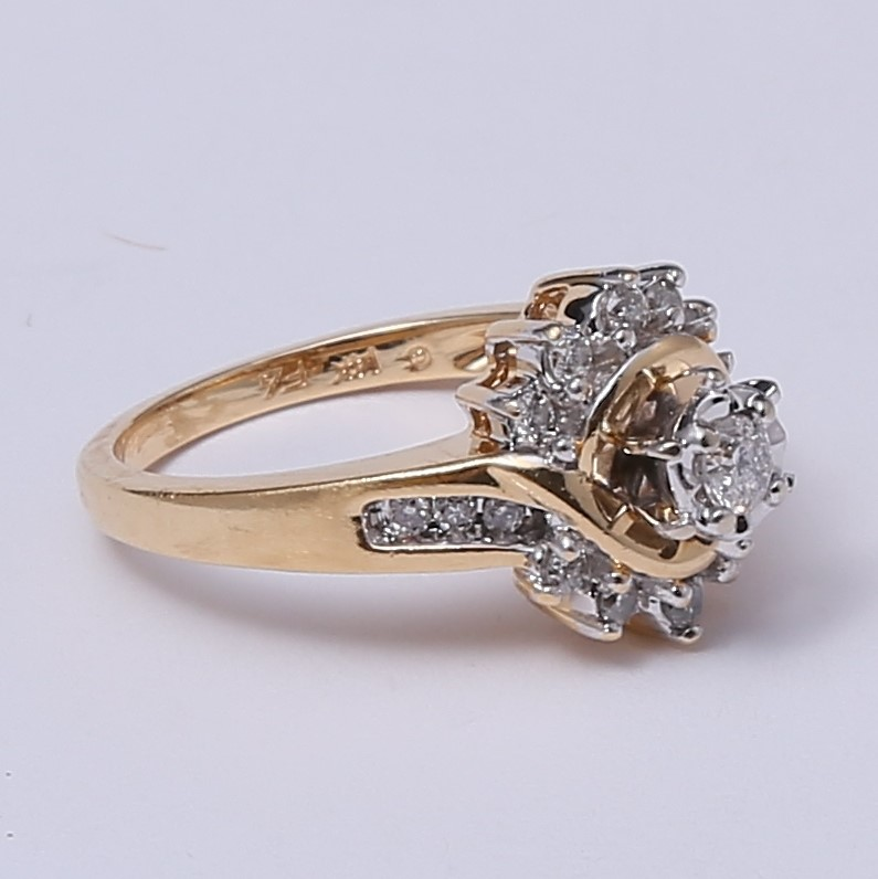 Vintage Inspired 14K Y/G Round Brilliant Diamond Cluster Ring Size 7