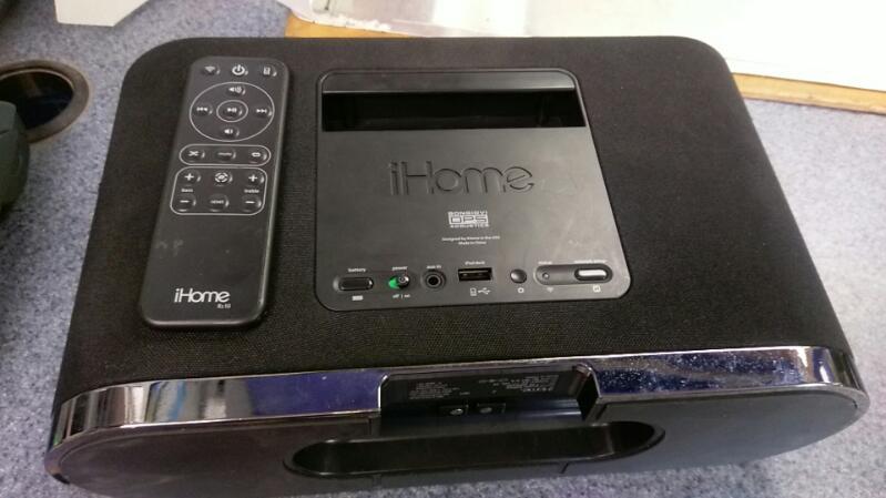 IHOME IPOD/MP3 Accessory IW1 WIRELESS STERO SPEAKER SYSTEM