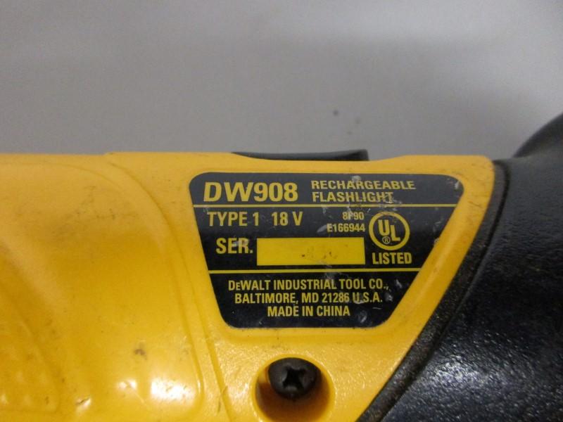 DEWALT DW908 18V RECHARGABLE FLASHLIGHT