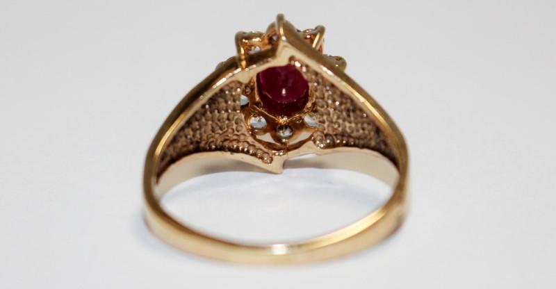 10K Women's Yellow Gold Halo Set Diamond & Oval Cut Ruby Ring Size 8.5