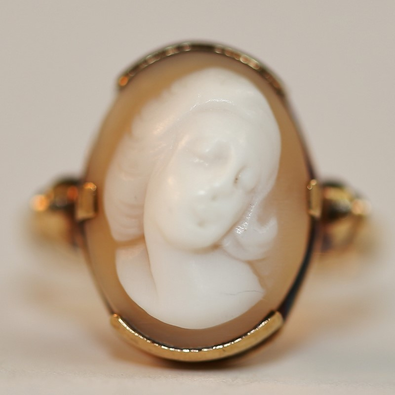 Cameo Ring w/ Peach Background Set In 10K Yellow Gold Size 7.5