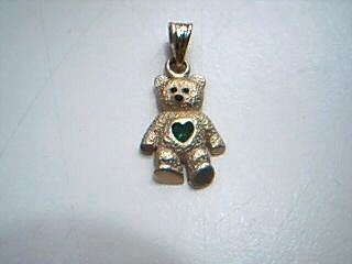 14K Yellow Gold Teddy Bear Charm w/ Heart Shaped Green Stone - 1.4 Grams