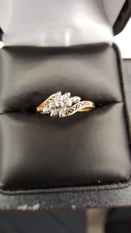 Lady's Diamond Cluster Ring 9 Diamonds .09 Carat T.W. 10K Yellow Gold 1.8g