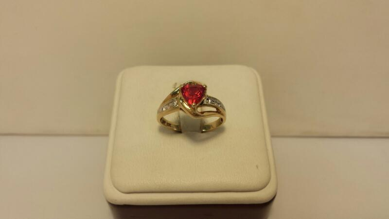 10k Yelow Gold Ring with 1 Pink Heart Stone and 2 Diamond Chips -1.4dwt- Size 7