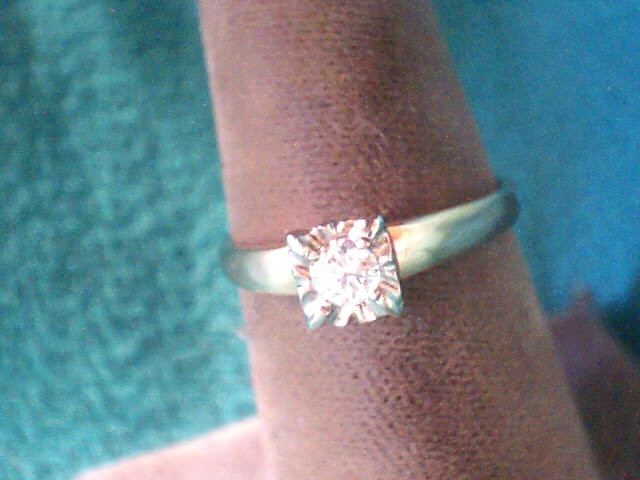 Lady's Diamond Solitaire Ring .16 CT. 14K Yellow Gold 1.7dwt
