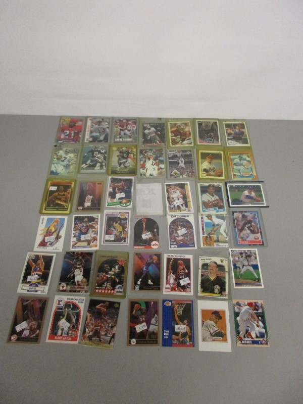 LOT OF 120 MLB / NBA / NFL TRADING CARDS