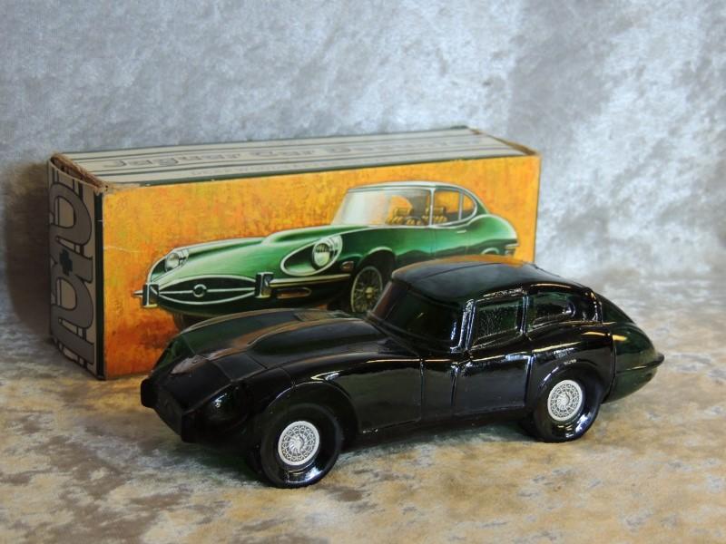 Vintage AVON Jaguar Car Decanter Deep Woods After Shave Bottle 5oz