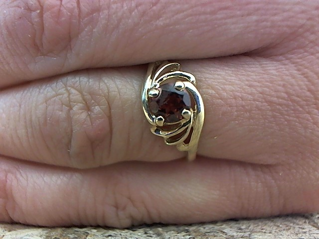 Orange Stone Lady's Stone Ring 10K Yellow Gold 1.7g