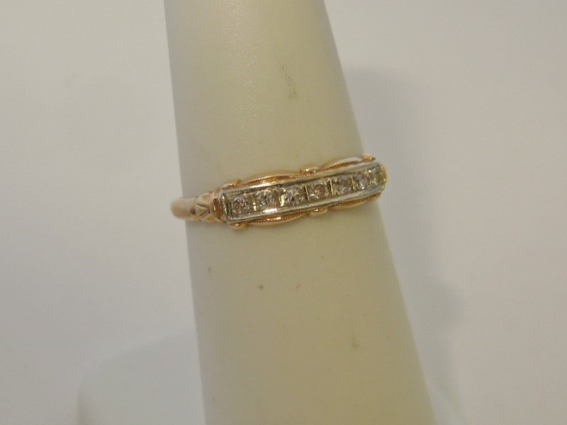 Lady's Gold-Diamond Ring Guard 7 Diamonds .07 Carat T.W. 14K Yellow Gold 1g