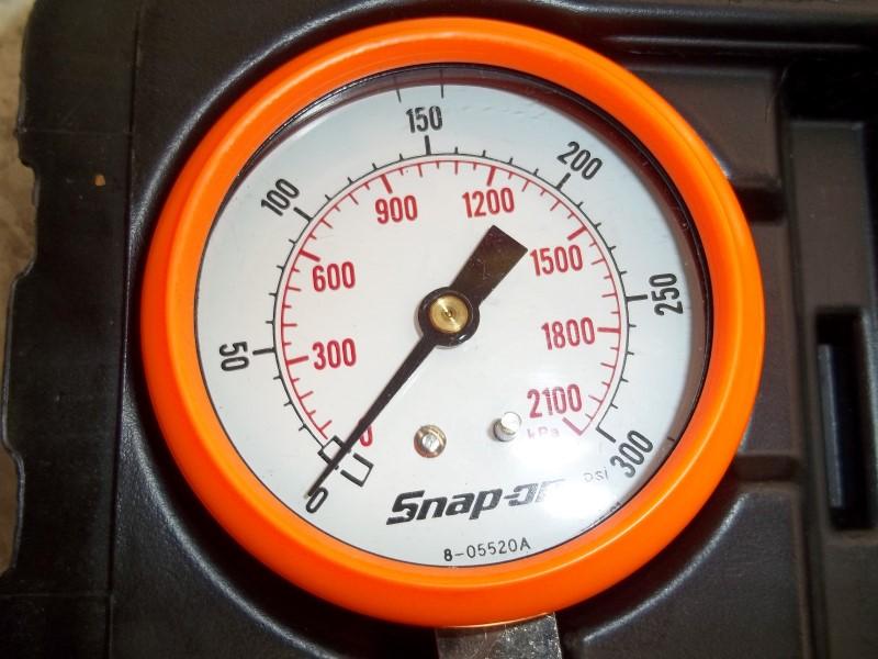 SNAP ON MT308L AUTOMOTIVE COMPRESSION GAUGE SET IN CASE **MISSING ONE GAUGE**