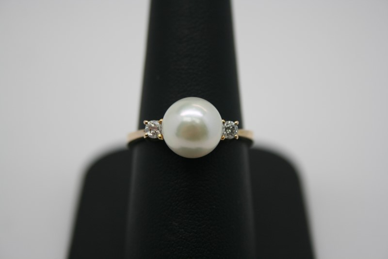 LADY'S FASHION DIAMOND & PEARL RING 18K YELLOW GOLD