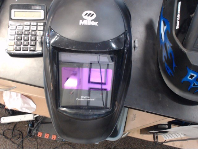 MILLER WELDING HELMET Welding Helmet BLACK DIGITAL PERFORMANCE LENS 256159