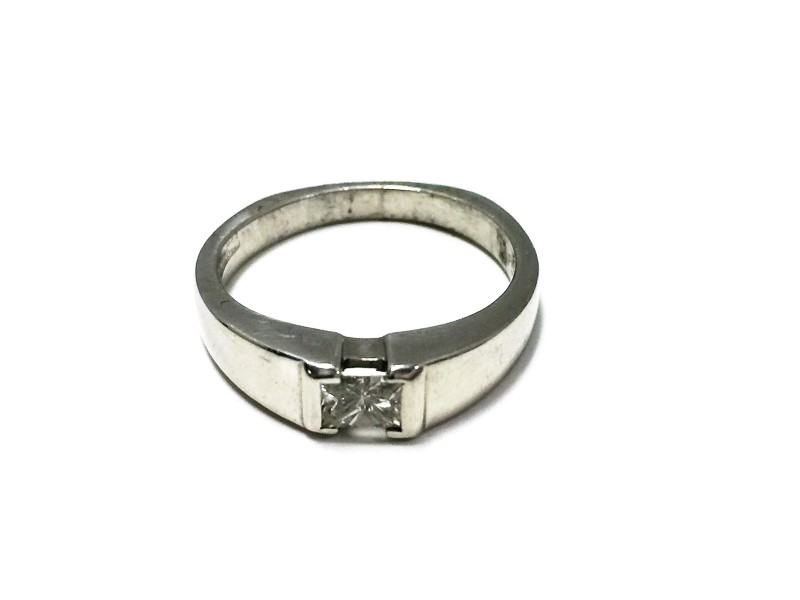 Princess Cut Diamond Solitaire .33 CT. 946 Platinum 6.59g