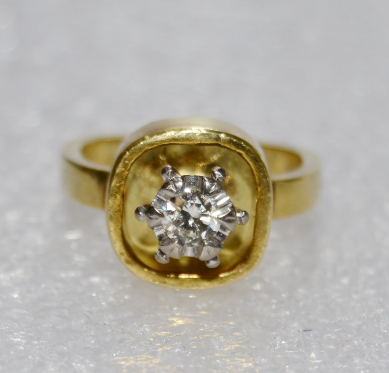Lady's Diamond Solitaire Ring .30 CT. 18K Yellow Gold 7.8g Size:5.3