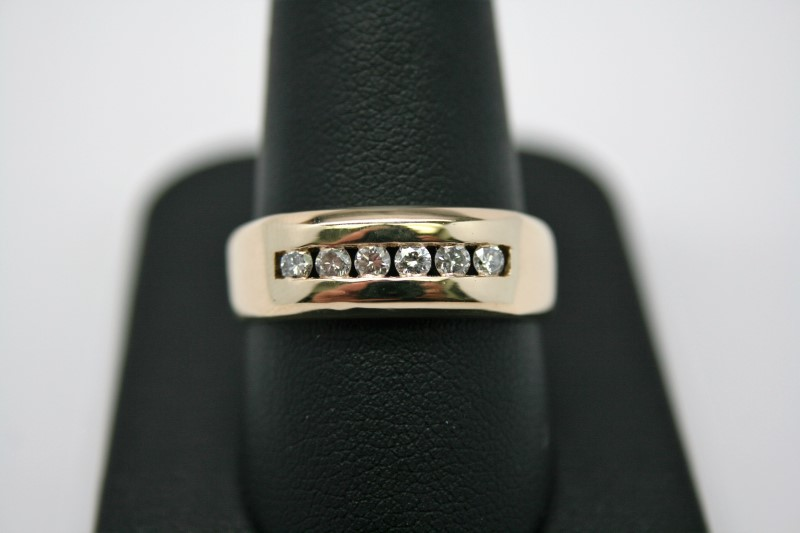 GENT'S DIAMOND WEDDING BAND 14K YELLOW GOLD
