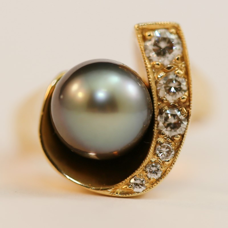 Unique 14K Yellow Gold Tahitian Pearl and Diamond Ring Size 6.5