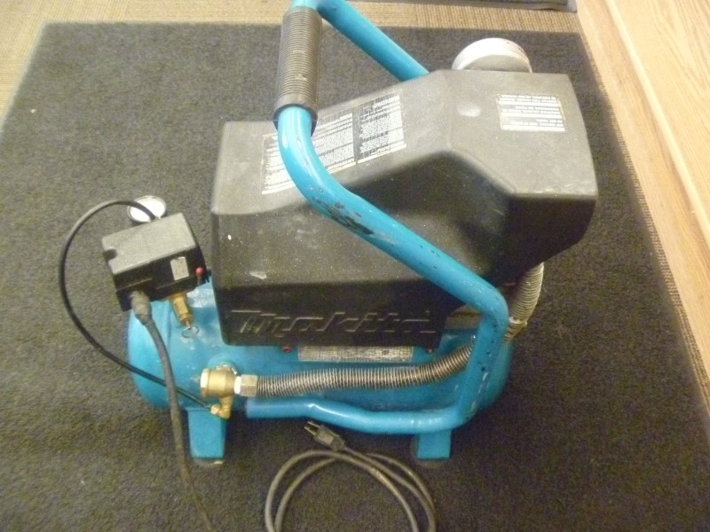 MAKITA COMPRESSOR MAC700 - BIG BORE OIL LUBRICATED MOTOR