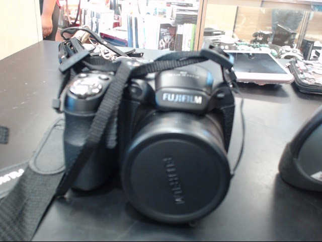 FUJIFILM Digital Camera FINEPIX S2940