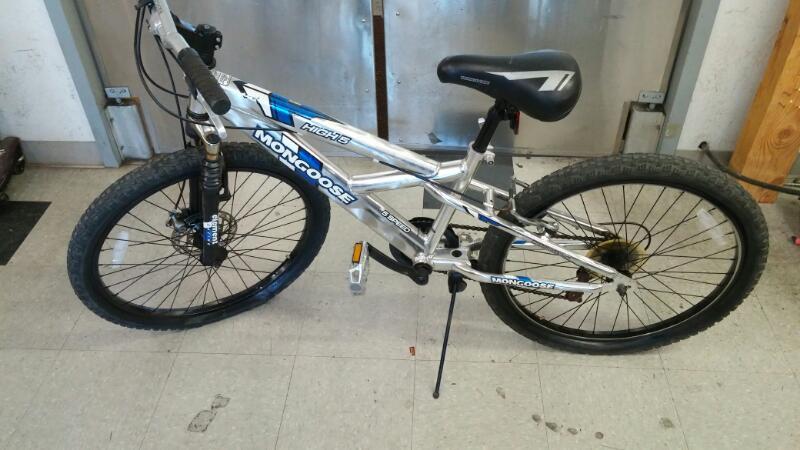 MONGOOSE BICYCLES Mountain Bicycle R2420WM