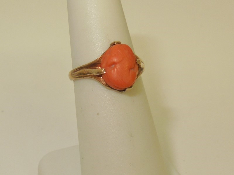 Cameo Lady's Stone Ring 10K Yellow Gold 2g