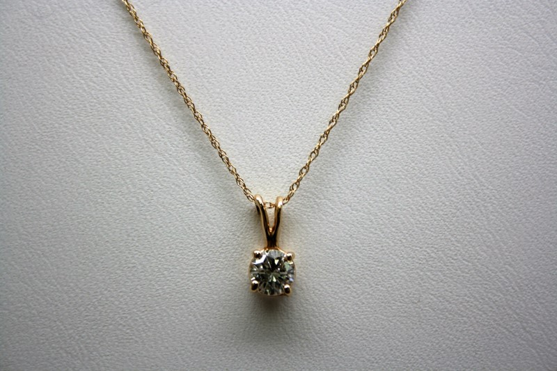 Gold-Diamond Solitaire Pendant .43 CT. 10K Yellow Gold 0.9g