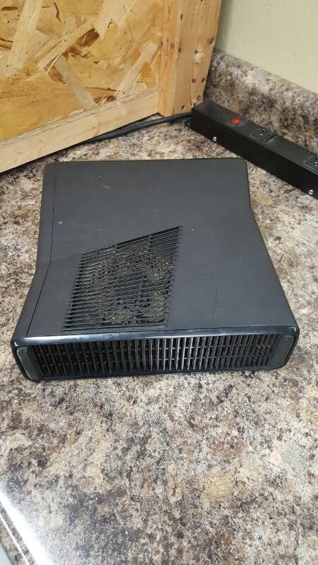 Microsoft Xbox 360 Black S Console 320GB (Model 1439)