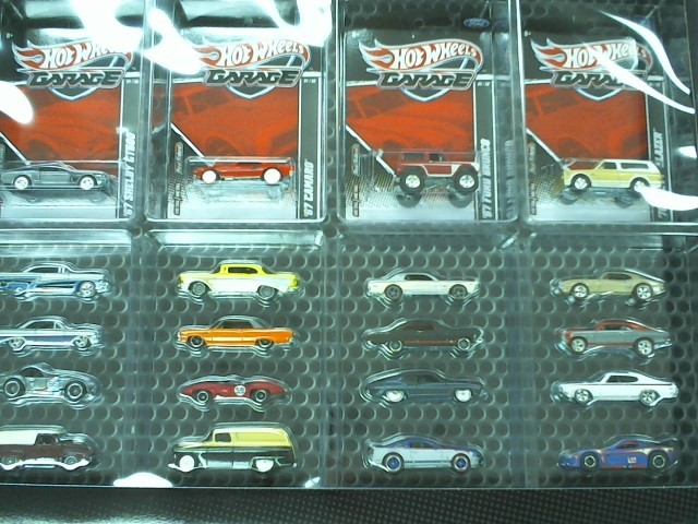 HOT WHEELS Toy Vehicle GARAGE FORD VS GM 20 SET