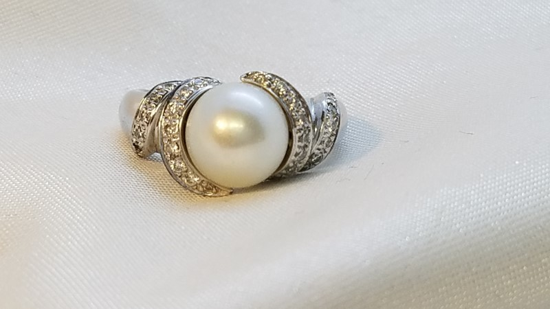 Pearl Lady's Stone & Diamond Ring 28 Diamonds .28 Carat T.W. 14K White Gold
