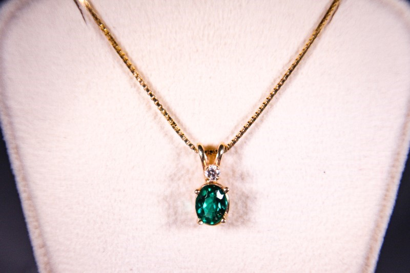 "18"" Green Stone Diamond & Stone Necklace .04 CT. 14K Yellow Gold 2.8g"