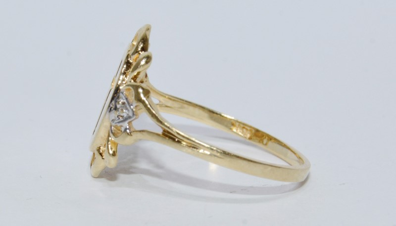 Lady's Gold Ring 10K Yellow Gold 1.6g